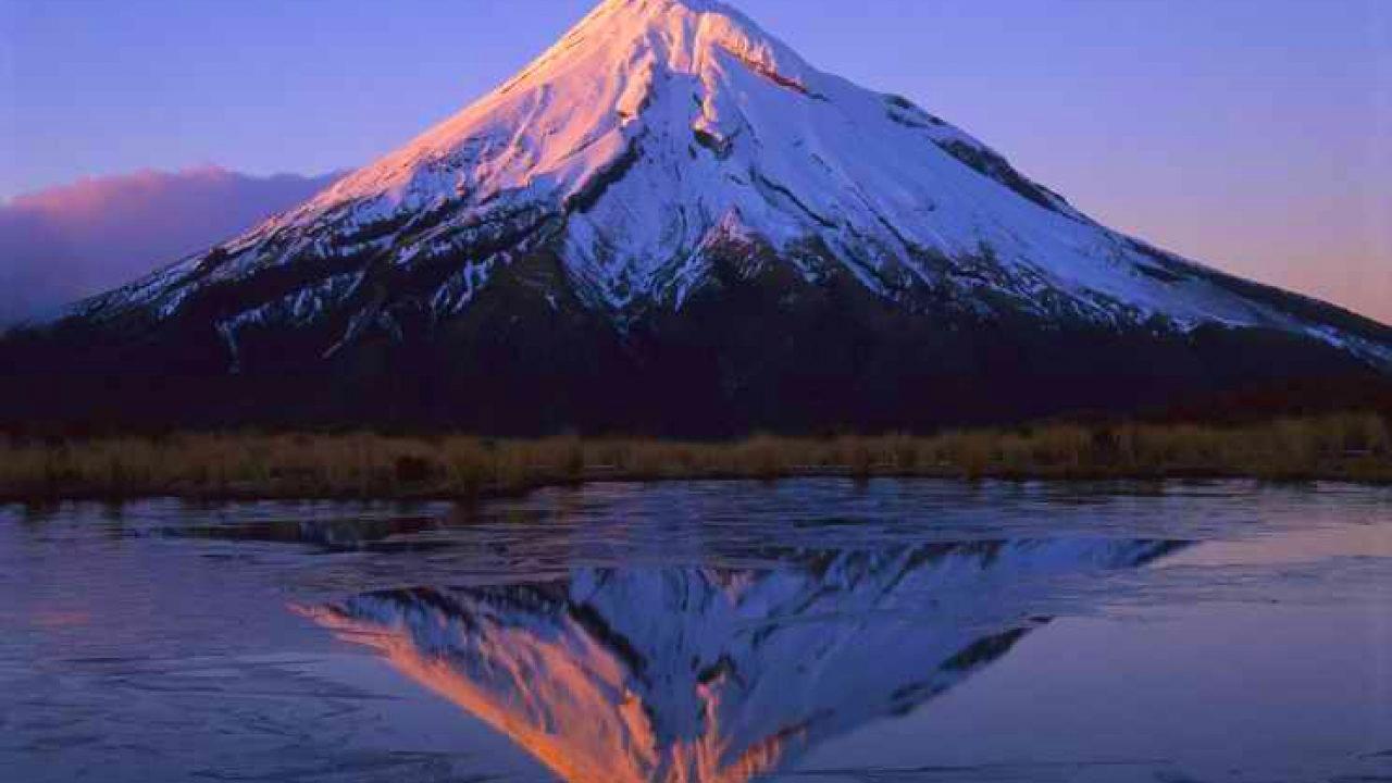 حلمت أنى فوق جبل عالي فما التفسير ؟